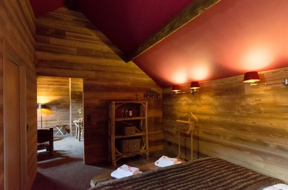 The Trapper's Hut - River Lodge - Unusual hotel in Maredsous